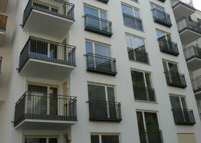 Duralin Leichtmetall GmbH Balkongeländer mit Fenstergitter in Stäbchenoptik